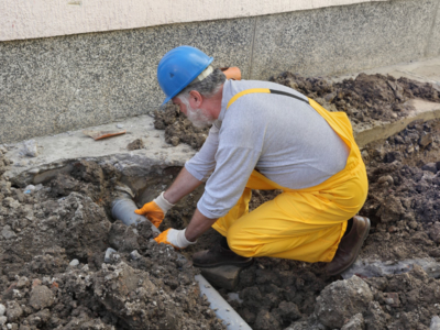 contractor-working-leveling-pipe